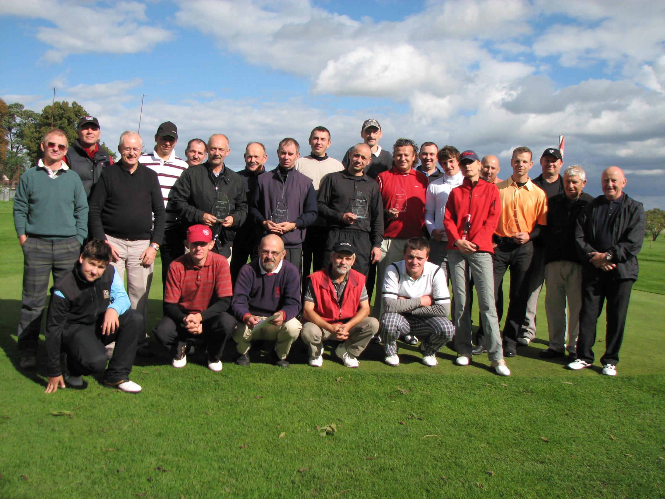 """<a href=""""http://golf-olszewka.pl/wp-content/uploads/2010/09/img_2219.jpg""""></a>Uczestnicy czwartej edycji Otwartych Mistrzostw Bydgoszczy w golfie"""