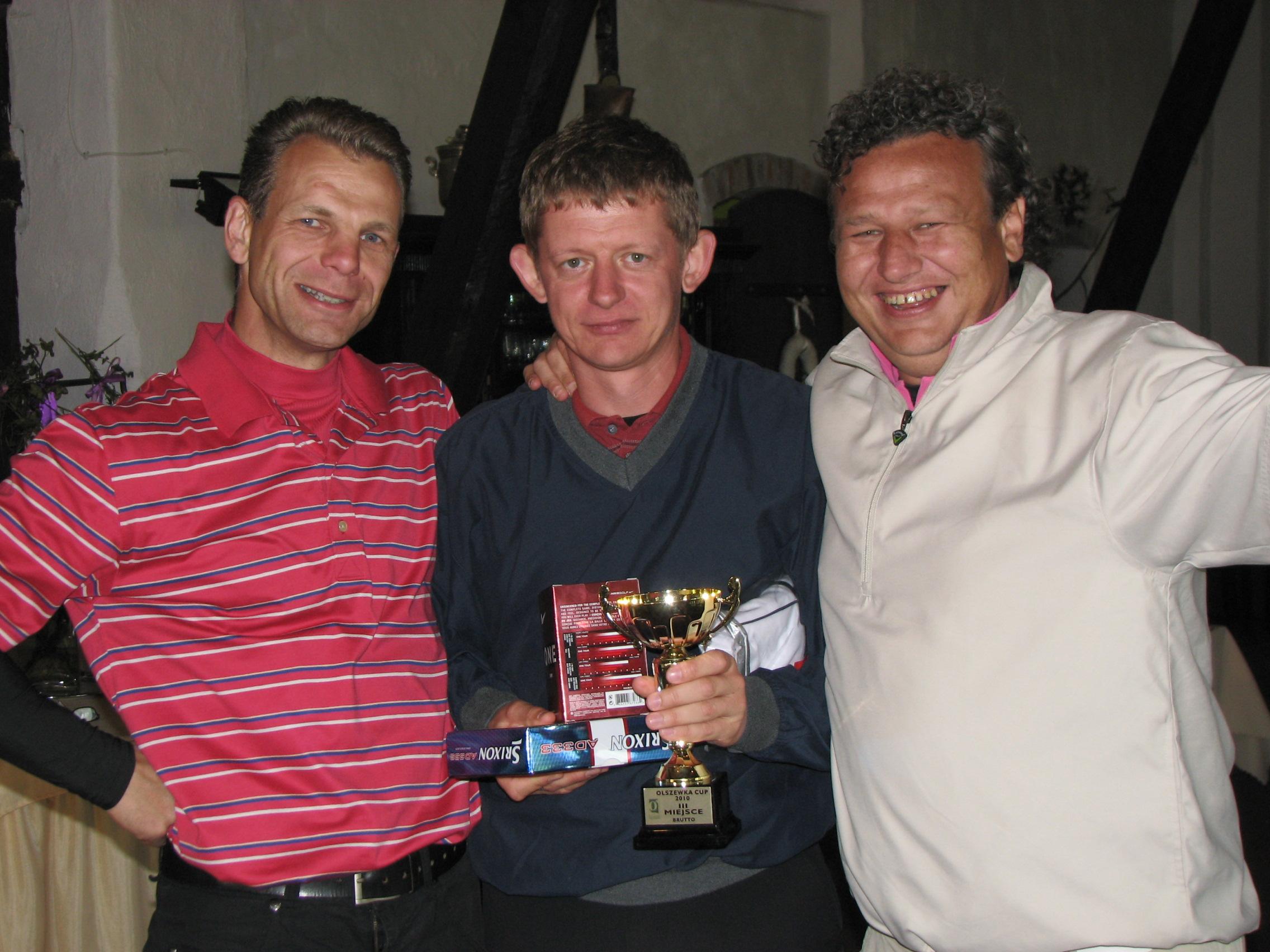 """<a href=""""http://golf-olszewka.pl/wp-content/uploads/2010/10/img_2329.jpg""""></a>Najlepsi gracze sezonu 2010: Paweł Kęsik, Jarek Michalski i Adam Pawlonka"""