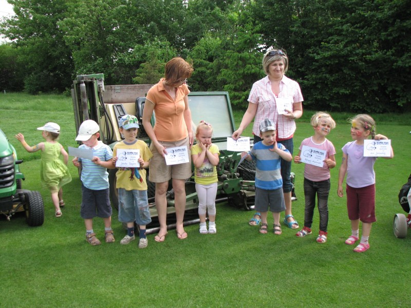 Z okazji Dnia Dziecka gościliśmy na naszym polu Jeżyki - przedszkolaków ze szkoły sąsiadującej z polem.